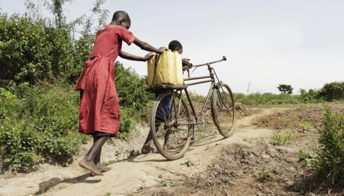 (Re-)Shaping Boundaries in Crisis and Crisis Response